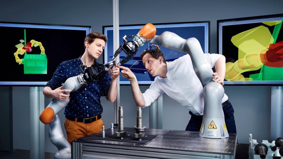 Robot inteligente Volkswagen fábrica del futuro 4.0 inteligencia artificial