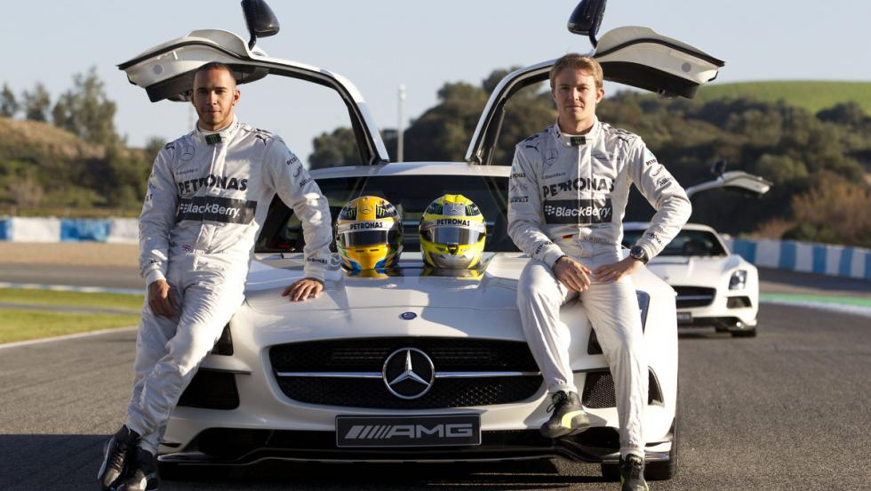 Rosberg y Hamilton con un SLS