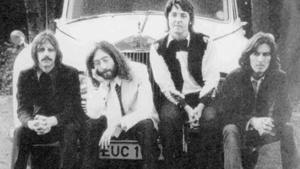 Los cuatro de Liverpool con el Phantom de Lennon
