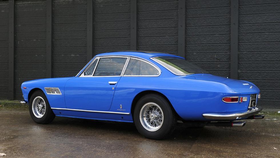 Este precioso Ferrari 330 GTS, fue el primer coche de Lennon