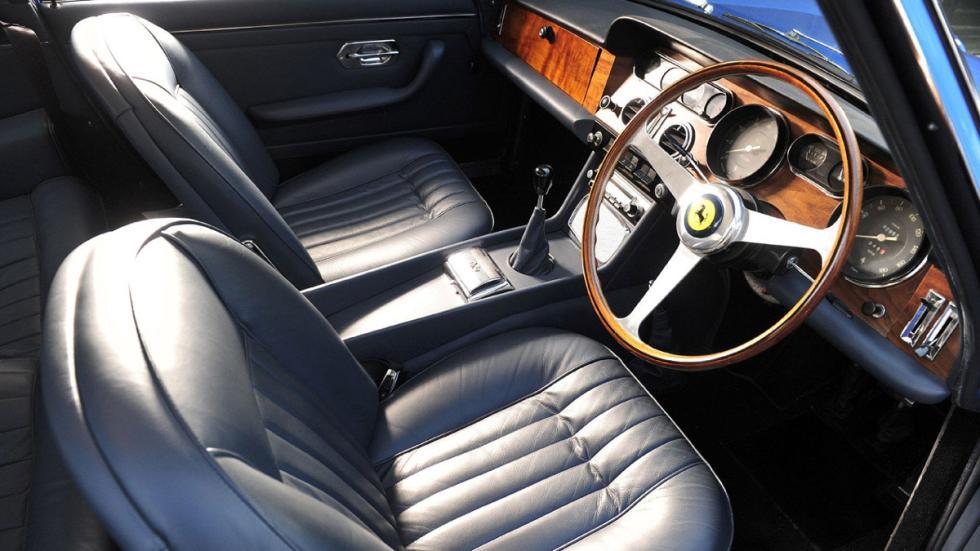 Interior del Ferrari 330 GTS