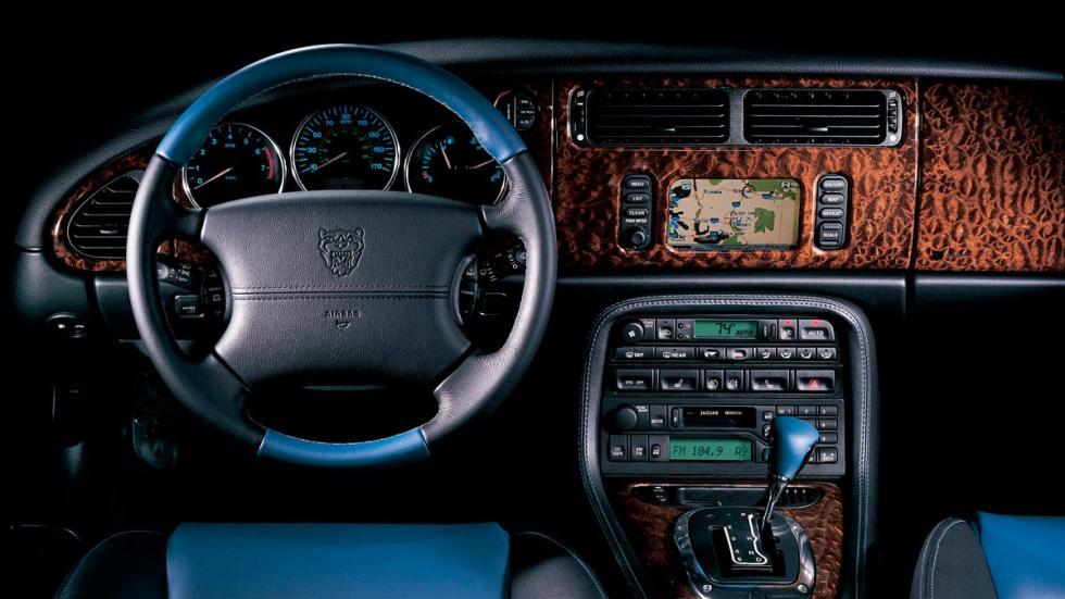 Jaguar XKR 2004 deportivo ingles elegante