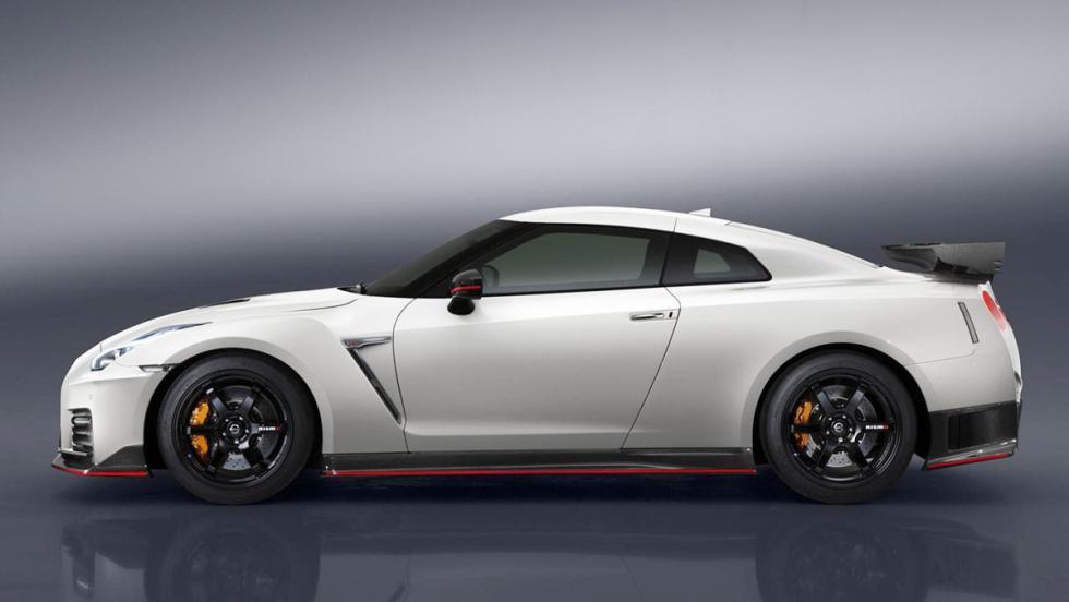 Los mejores coches que puedes comprar por menos de 300.000 euros - Puesto 1 - Nissan GT-R Nismo