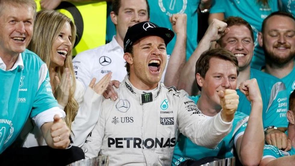 NIco y su esposa junto al resto del equipo festejaron el título de Rosberg