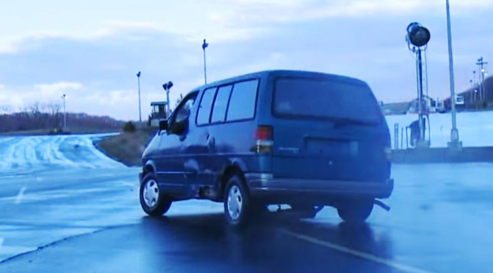 Olvídate del desguace: así se destruye una furgoneta