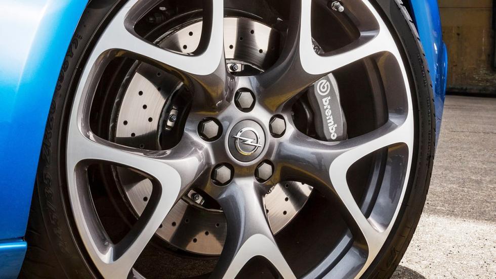 Rivales del SEAT León Cupra 2017 - Opel GTC OPC - 280 CV
