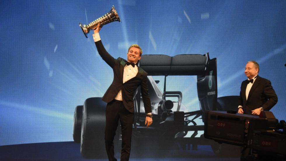 Rosberg, tras recoger el trofeo de Campeón del Mundo 2016, se despidió de la F1