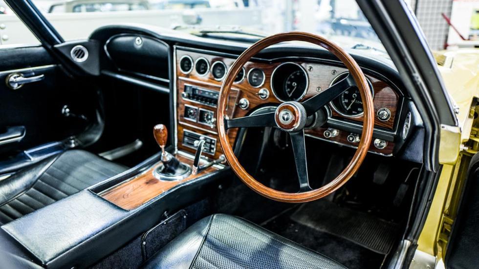 Toyota 2000GT Twiggy clasico restaurado lujo deportivo