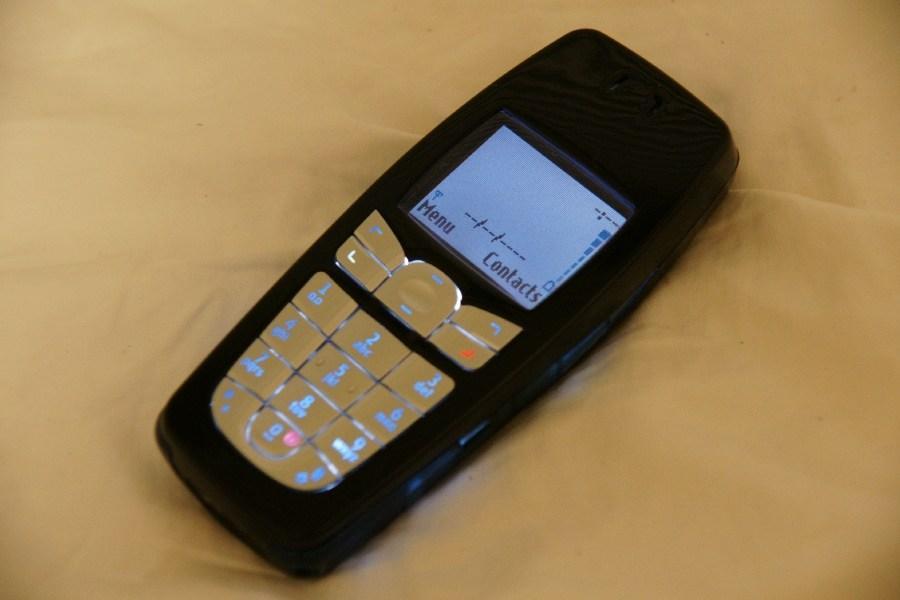 Nokia 6010 | Fecha de lanzamiento: 2004 | Millones de unidades vendidas: 75