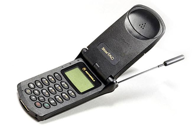 Motorola StarTAC | Fecha de lanzamiento: 1996 | Millones de unidades vendidas: 60