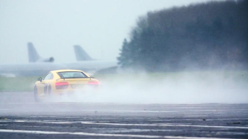 Chris Harris enfrenta al Honda NSX contra un 911 Turbo y un R8 V10