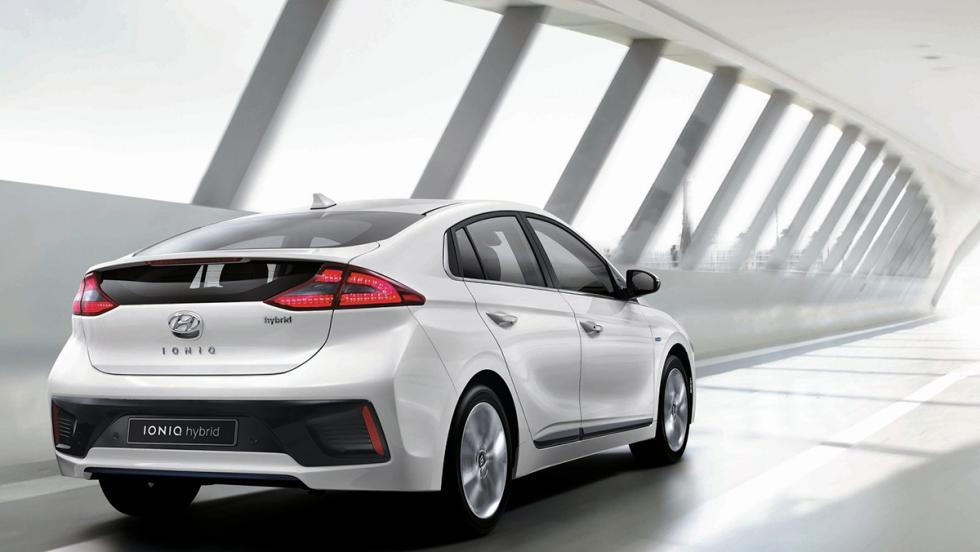 Coches híbridos para 2017 que no te harán llorar - Hyundai Ioniq