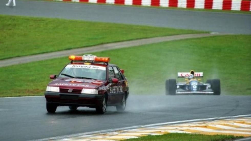 Oficialmente este Fiat Tempra está considerado como el primer safety y participó en el GP de Brasil 1993