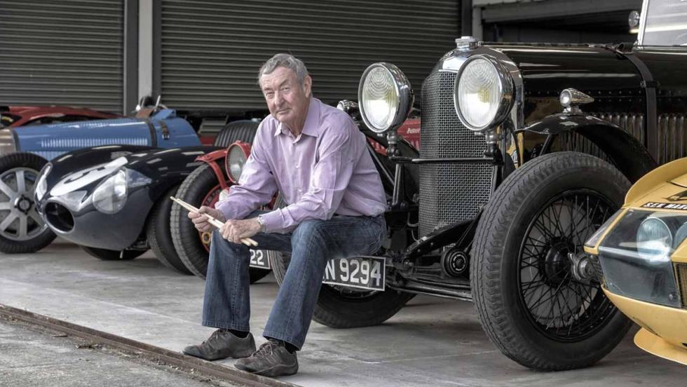 Nick sentado en el Bentley que perteneció a su padre y uno de los favoritos de su colección