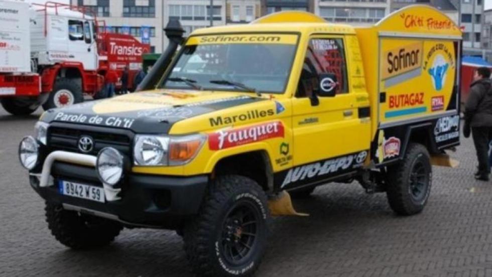 Un Toyota Land Cruiser con una cocina de patatas fritas en el Dakar 2005