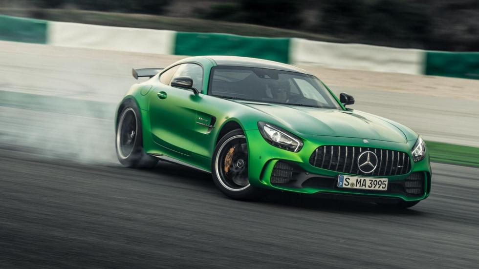 Coches haciendo drifting: Mercedes-AMG GT R