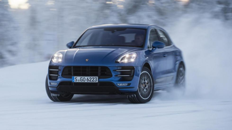 Coches haciendo drifting: Porsche Macan Pack Performance