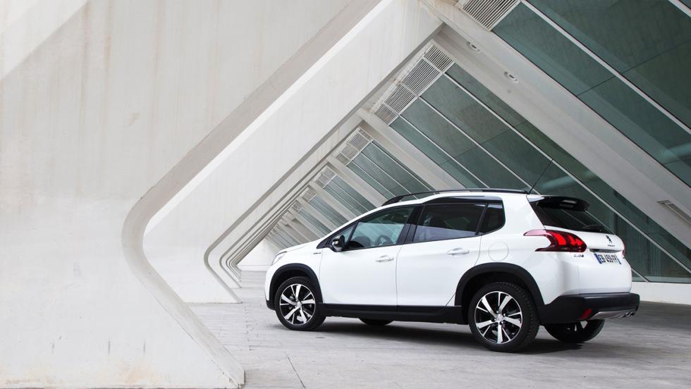 Coches nuevos entre 12.000 y 15.000 euros - Peugeot 2008