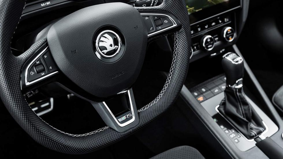 Los coches que debes evitar llevar a tu primera cita de Tinder - Skoda Octavia RS