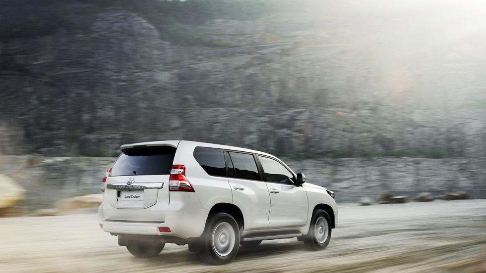 Los coches que debes evitar llevar a tu primera cita de Tinder - Toyota Land Cruiser