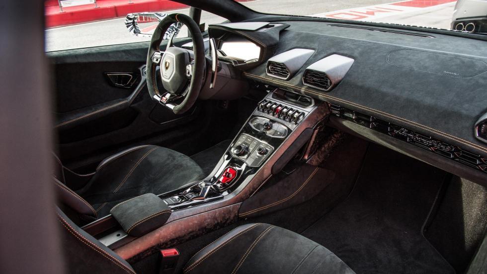 Lamborghini Huracan Performante interior