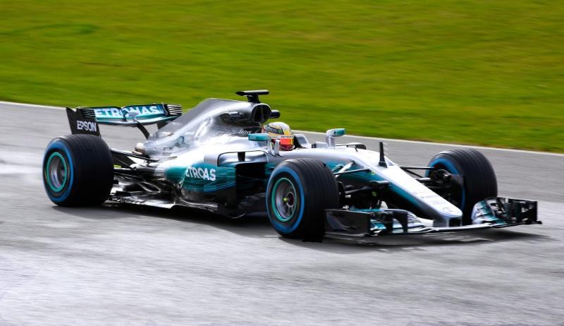 El Mercedes W08 rodando en Silverstone