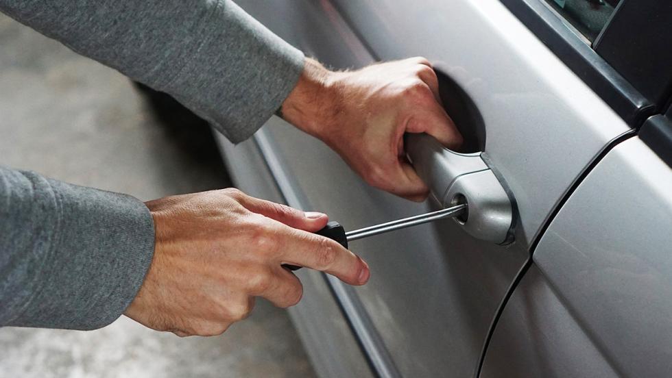 Los peligros de que tu coche duerma en la calle - Una sorpresa aún mayor