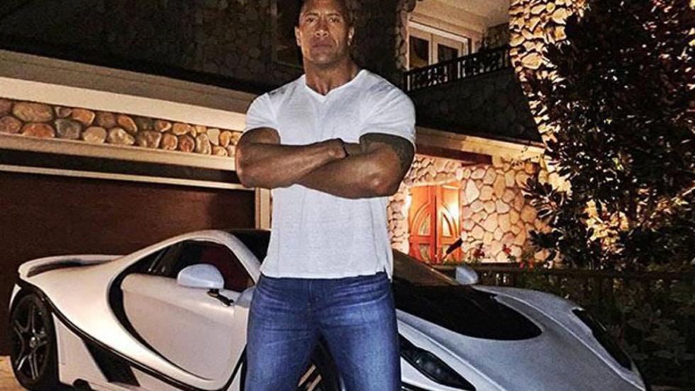 ¡El tamaño de Dwayne Johnson le impide disfrutar de este GTA Spano!