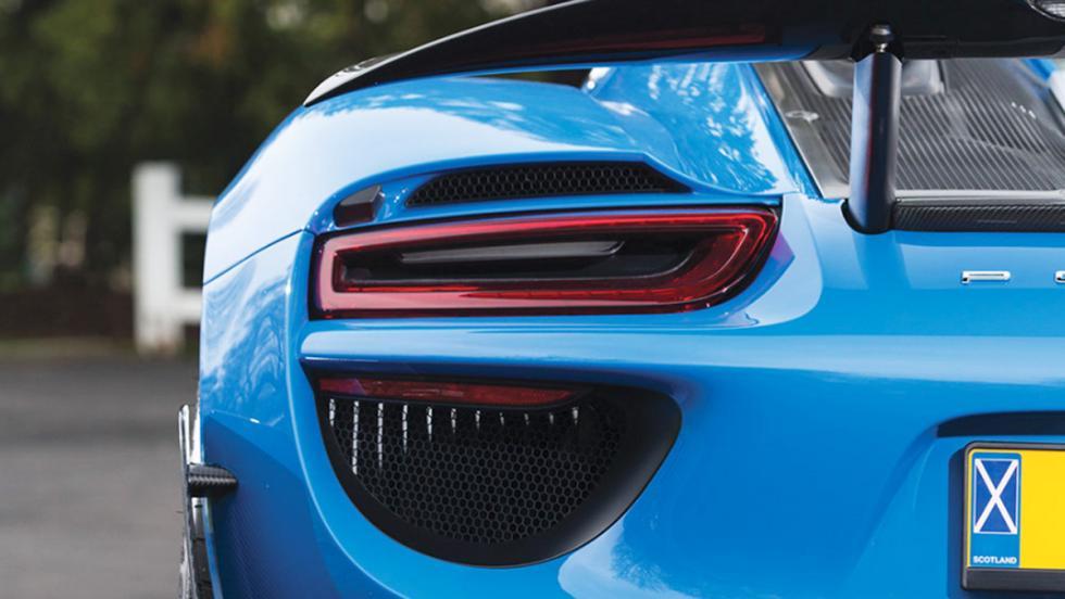 Este Porsche 918 es realmente único