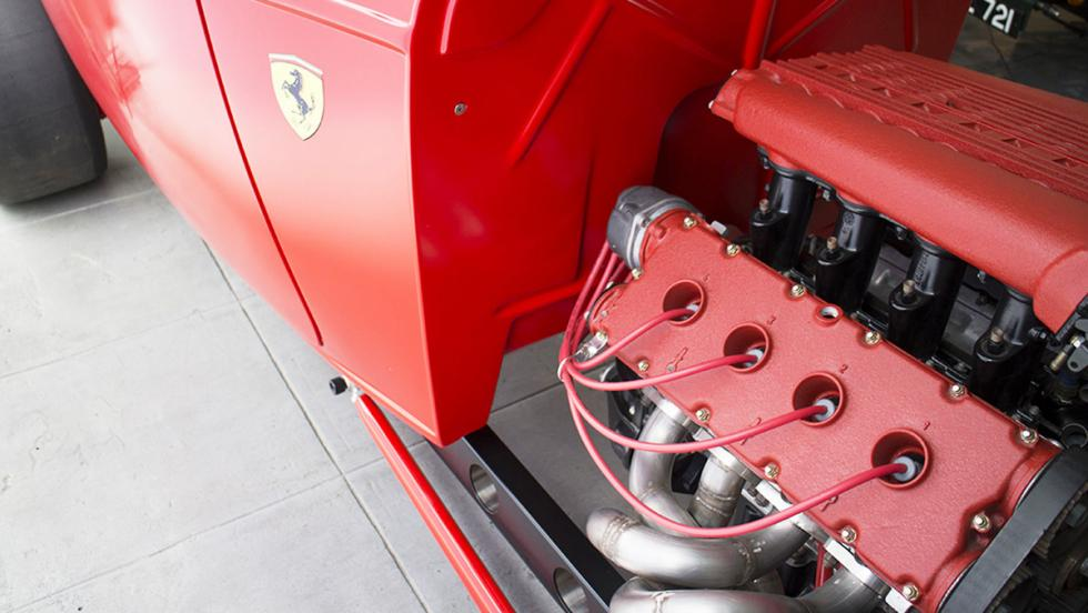 Un hot rod de Ford con motor Ferrari