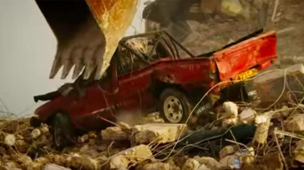 Maneras de destruir tu coche: tirarlo de un edificio