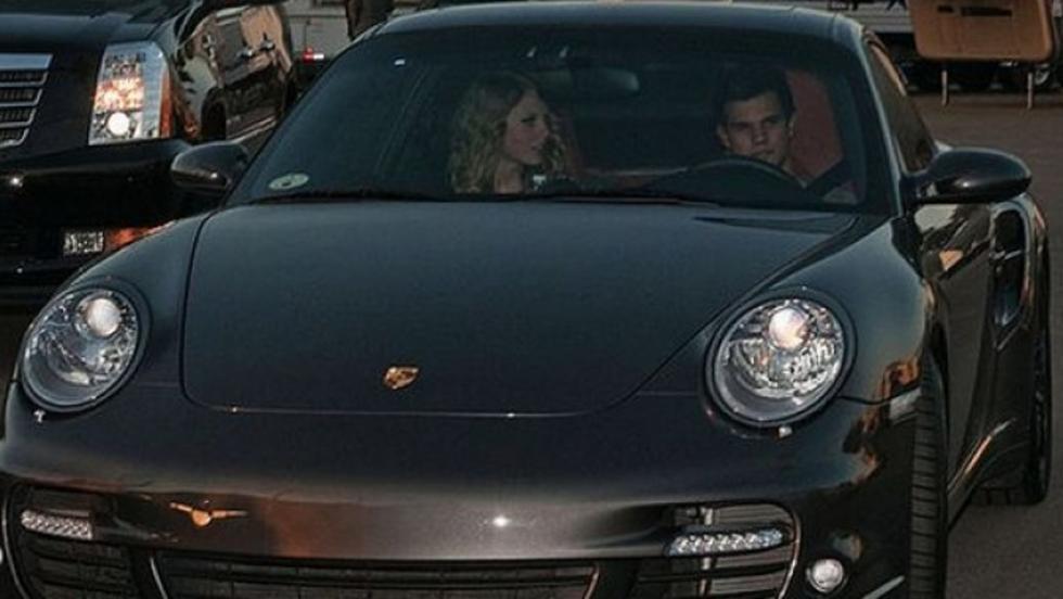 Taylor Swift con su 911 Turbo conducido por su churri, Taylor Lautner