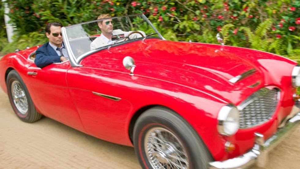 Depp y un colega de reparto conduciendo un Austin-Healey 100/6 de 1959