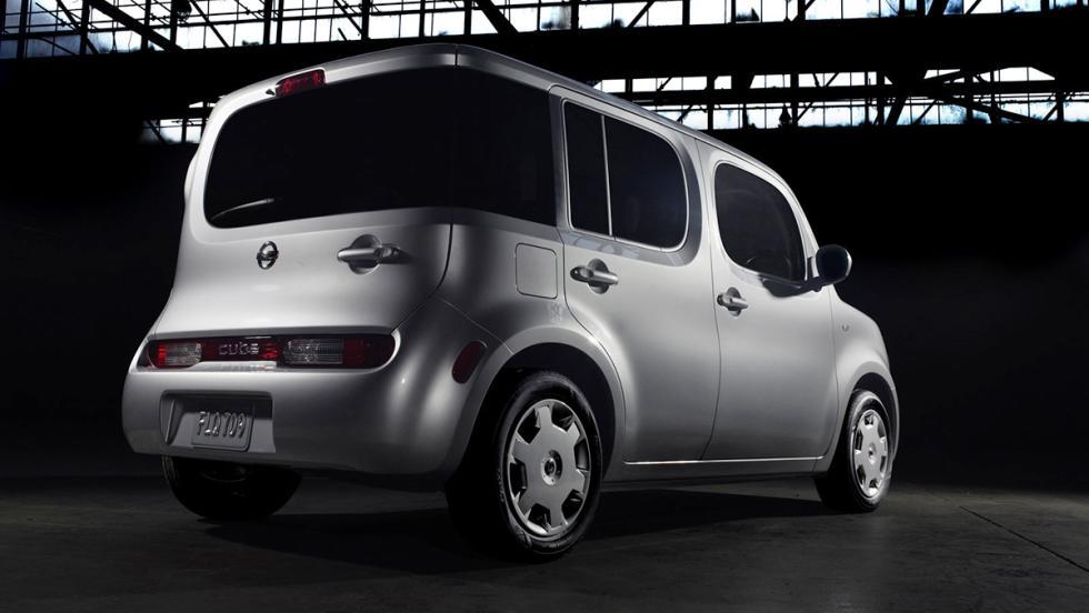 5 coches con los que no ligarían ni Brad Pitt o Angelina Jolie - Nissan Cube