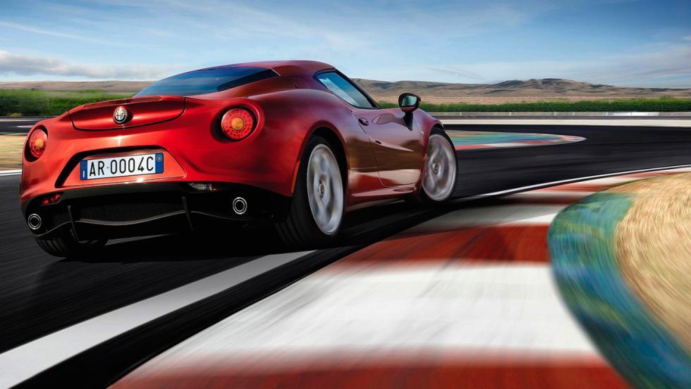 Alfa Romeo 4C curva