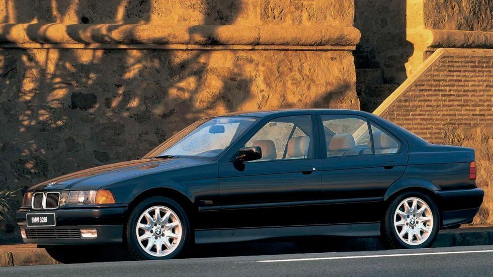 BMW Serie 3 E36 sedan lateral