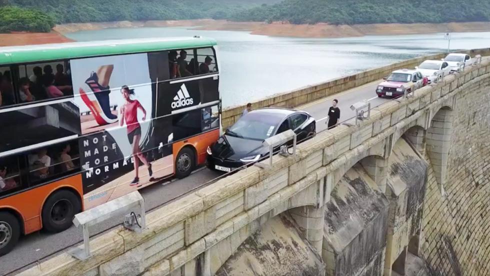 El conductor más torpe del mundo... a bordo de un Tesla Model X