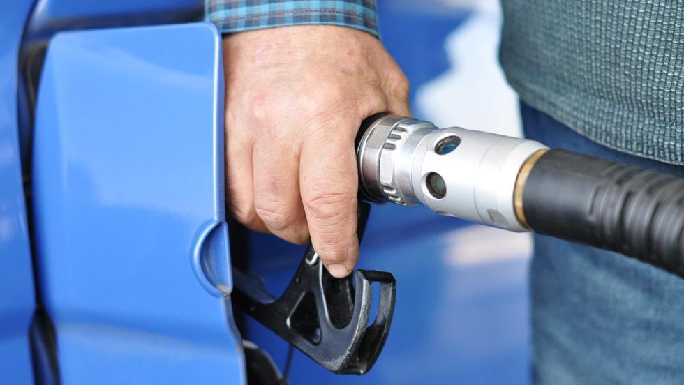 Los consejos más estúpidos para ahorrar combustible - Ponle siempre 20 euros