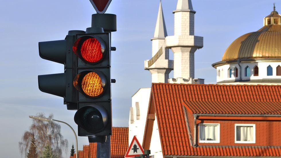 Los consejos más estúpidos para ahorrar combustible - Sáltate todos los semáforos que puedas