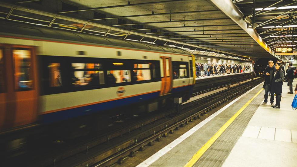 Los consejos más estúpidos para ahorrar combustible - Usa el transporte público