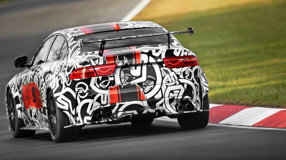 Jaguar XE Project 8 trasera