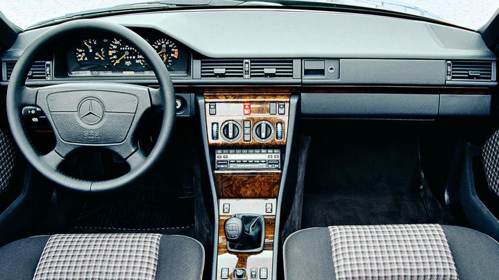Mercedes 300 CE coupé clásico deportivo