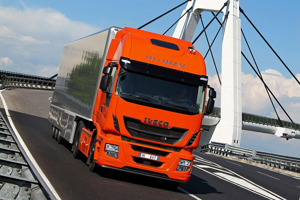 Iveco: 12,9 litros, 6 cilindros en línea y 560 CV.