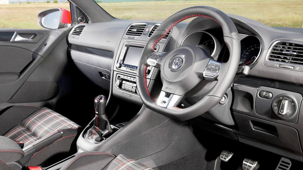 Tapicería tartán del Golf GTI VI