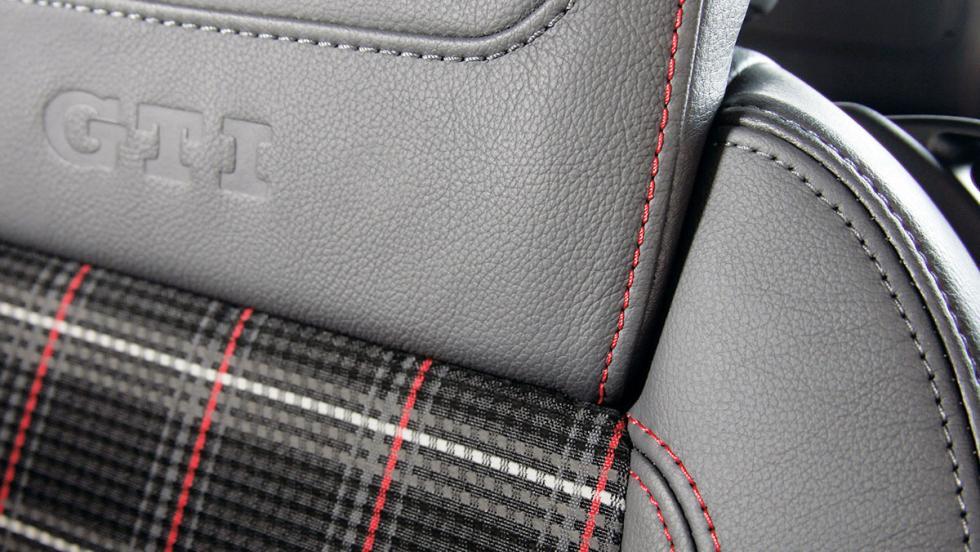Tapicería tartán del Golf GTI V