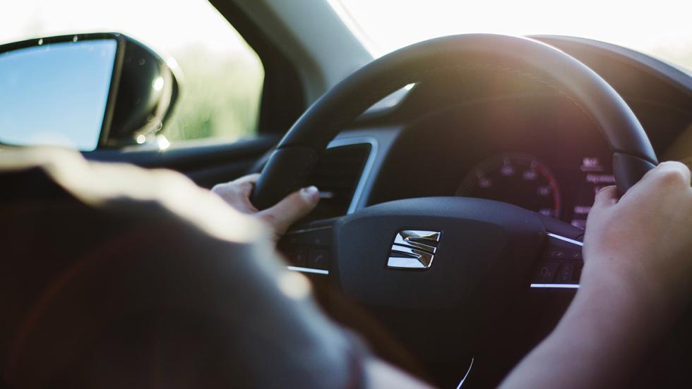 5 buenas razones para comprar un coche híbrido - Aprenderás a conducir mejor