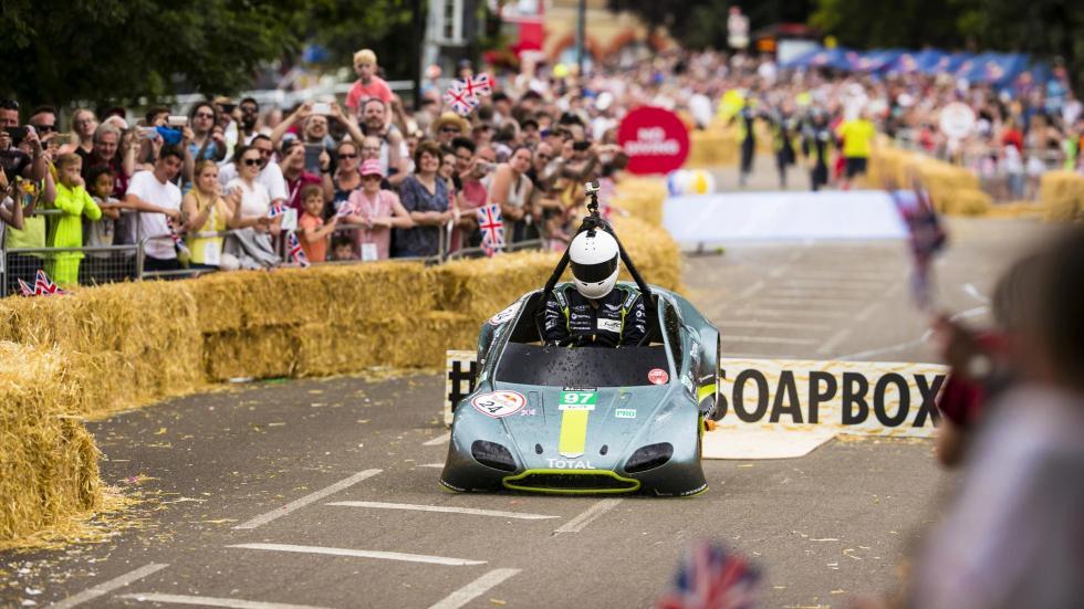 Aston Martin Vantage V8 en los Autos Locos de Red Bull (IV)