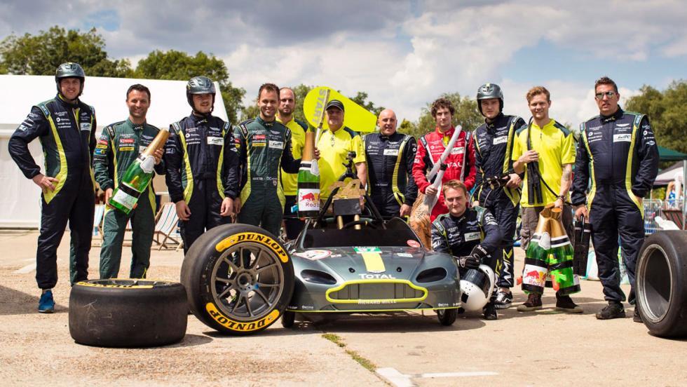 Aston Martin Vantage V8 en los Autos Locos de Red Bull (V)