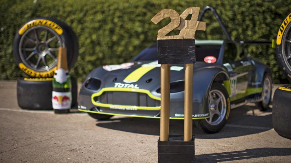 Aston Martin Vantage V8 en los Autos Locos de Red Bull (XI)