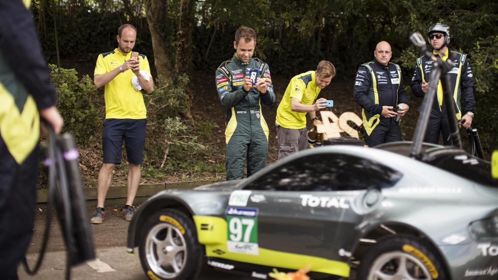 Aston Martin Vantage V8 en los Autos Locos de Red Bull (XIII)
